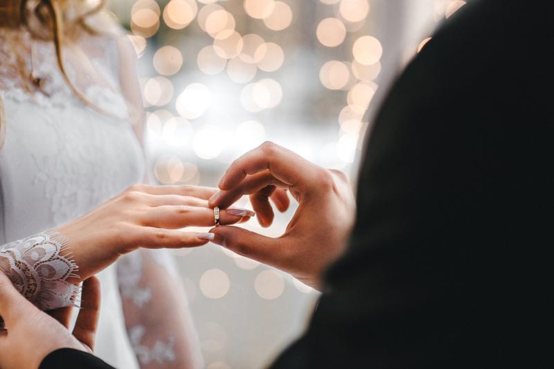 Zmiana nazwiska po ślubie – formalności i wymiana dokumentów